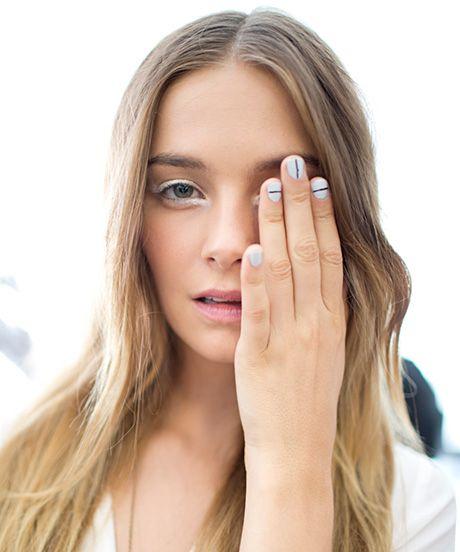 white eyeliner and minimalistic nails