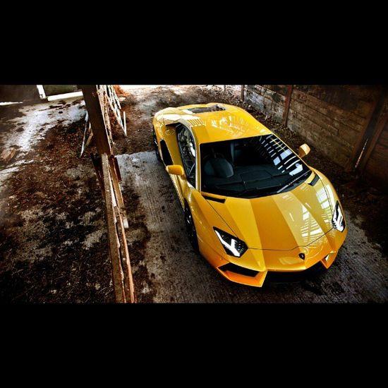 Top banana yellow Lamborghini Aventador looking good