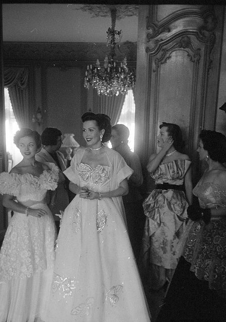 Gorgeous 1950s evening wear looks. #vintage #fashion #1950s #dress