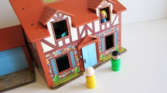 Fisher price tudor doll house vintage toy 80's toy with little people