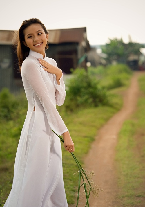 beautiful Vietnamese girl in white Ao Dai