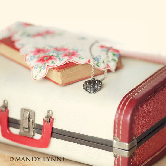 love the vintage red and white suitcase