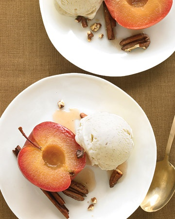 Absolutely perfect for those not-really-summer-but-not-quite-fall-yet days of September: Cinnamon-Roasted Apples with Pecans and Ice Cream. #apples #pecans #ice #cream #fruit #dessert #cooking #food #autumn #fall #Thanksgiving