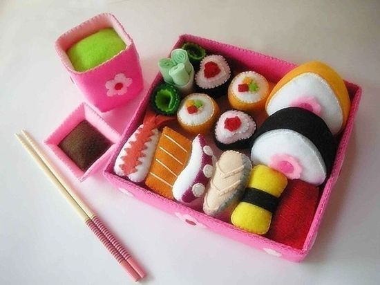 sushi set #felt -I have no idea if this has a tutorial or you buy it. It is just adorable!!!!