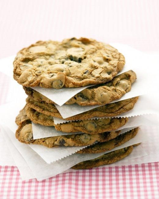 The Best Giant Chocolate Chip Cookies Recipe