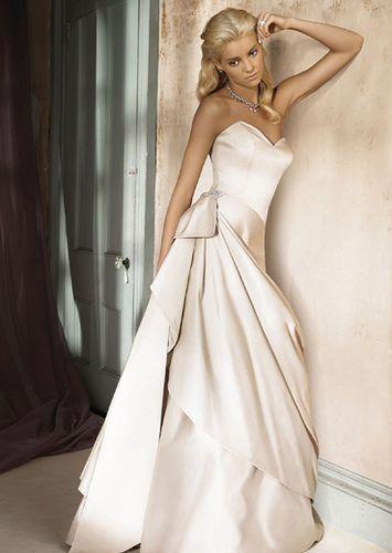 wedding dress: elegance..