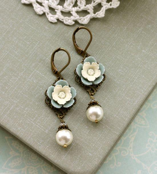 Love vintage jewelry.