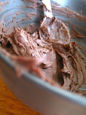 Paleo 'Buttercream' Frosting & cupcakes