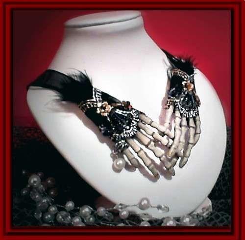 skeleton hands necklace