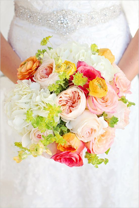 pink and white wedding bouquet idea
