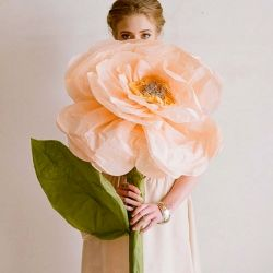 DIY giant paper flowers (via Ruche) and 3 other DIY projects.