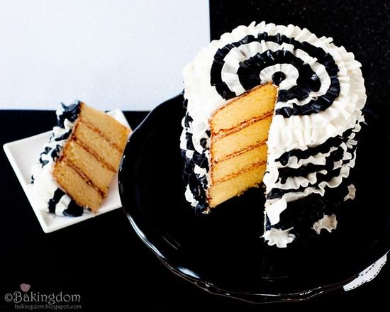 Fabulously chic black and white ruffle cake. #cake #baking #ruffles #beautiful #elegant #wedding #entertaining #birthday #food #baking #cooking #dessert #anniversary #chic