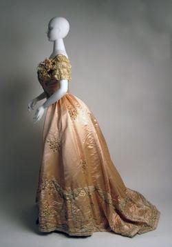 Jeanne Hallée Evening Ensemble (side) ca. 1897-98 silk, leather