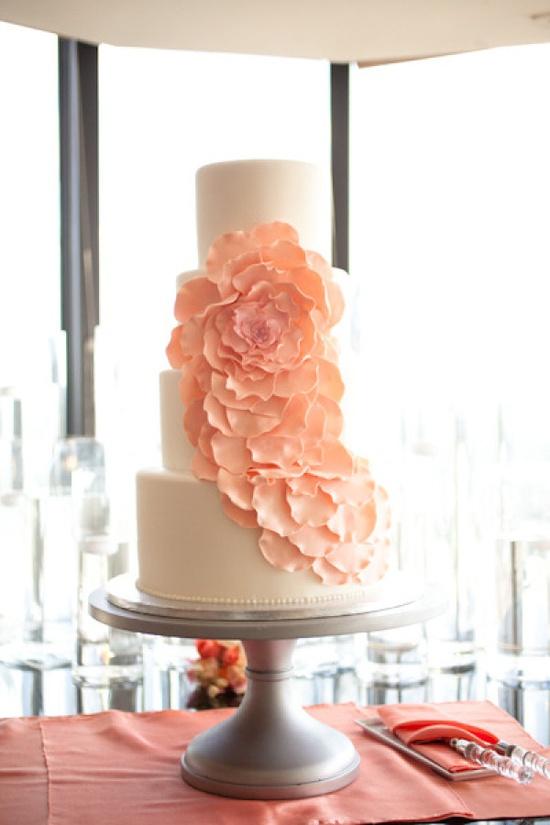 modern floral cake by www.weddingcakesb...  Photography by elizabethscottpho...