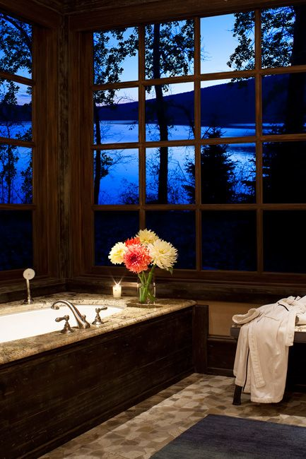 That view! I'd never want to get out of the tub.