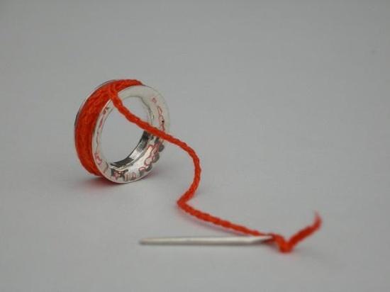 Bague-pendentif.  Argent et fil crocheté. dans Collection couture par Frédérique Trinchese