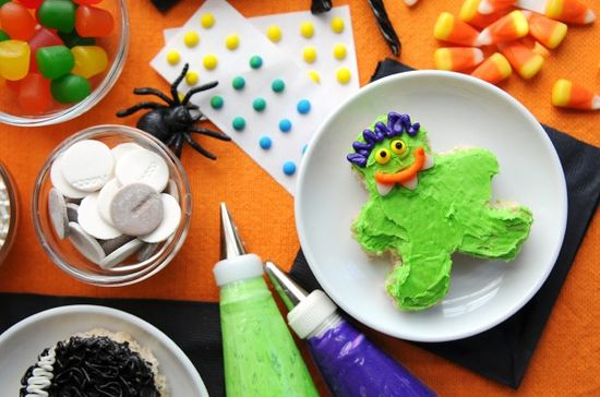 How Fun! - Make Your Own Monsters Rice Krispies Treats @Niki Sommer {A Spicy Perspective}  #food #halloween #holidays #entertaining-guests #fall #dessert