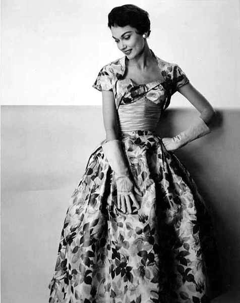 An utterly gorgeous (love the neckline!) 1950s rose print evening dress. #vintage #fashion #1950s #dress