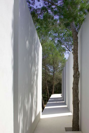 Can 9 House in Spain by Aabe architecture / Bruno Erpicum _