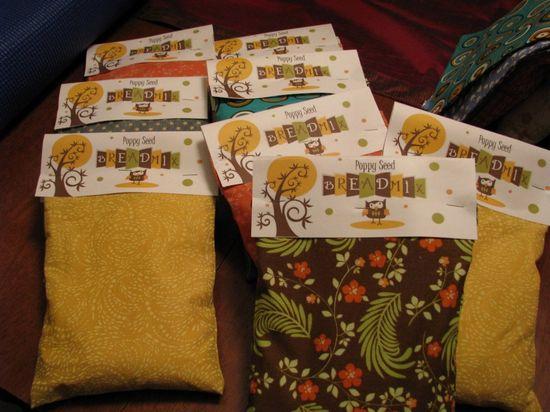 Handmade bread bag - great neighbor or hostess gift idea - bake homemade bread & put inside these cute bags