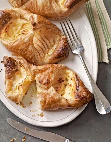 Apple-Cheese Danish. No flour, food processor, or kneading required. #recipes #desserts