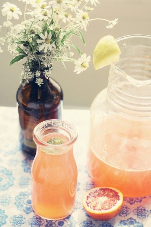 peach drink with grapefruit slices