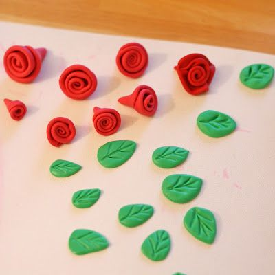 How to make fondant roses and leaves