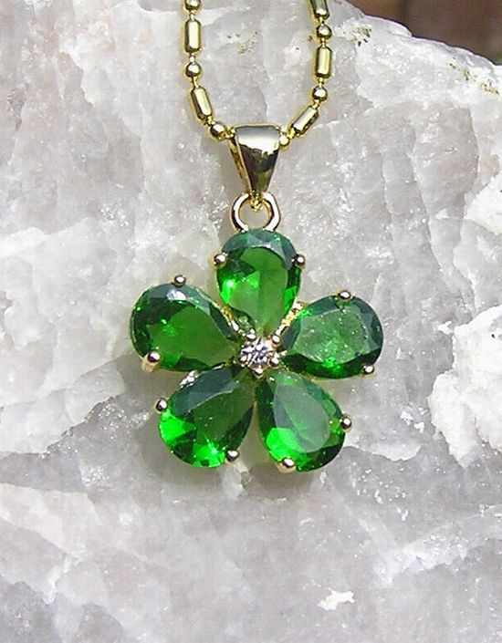 Green Emerald Flower Pendant  Vintage by SunnyCrystals on Etsy, £10.25 #jewelry #jewellery #pendant #flower #necklace #green #spring #emerald