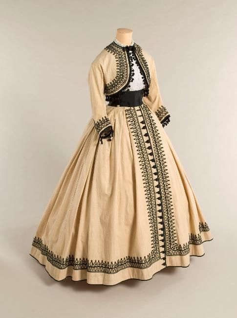 Summer dress ca. 1867  From the Musee Galliera