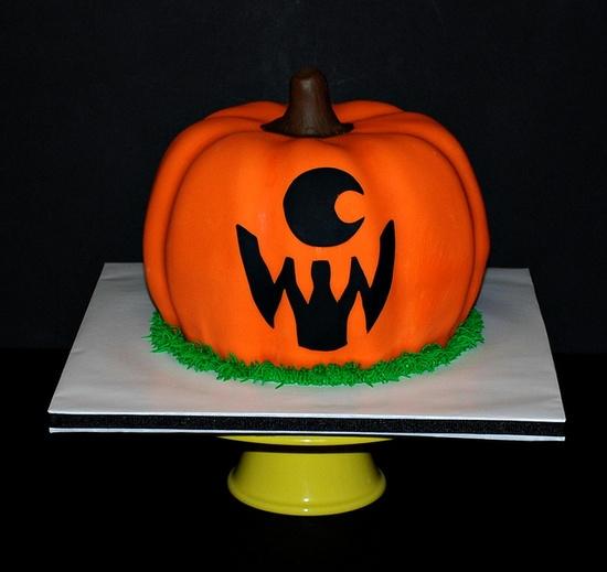 Halloween Jack-o-Lantern Pumpkin Cake