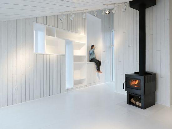 Inside  Squish Studio / Saunders Architecture