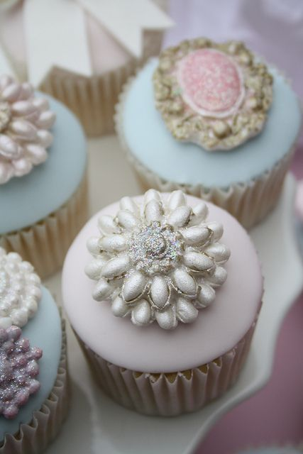 Brooch cupcakes by cotton & crumbs