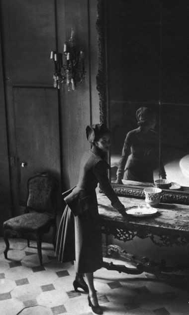 A Woman, a mirror and Dior