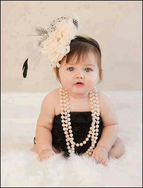 OMG this little girl is absolutely precious!!