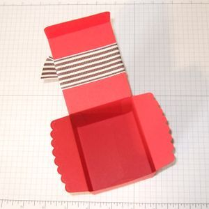 Tutorial on how to make a box from the scallop envelope die  #Stampin' Up!  #Scallop Envelope