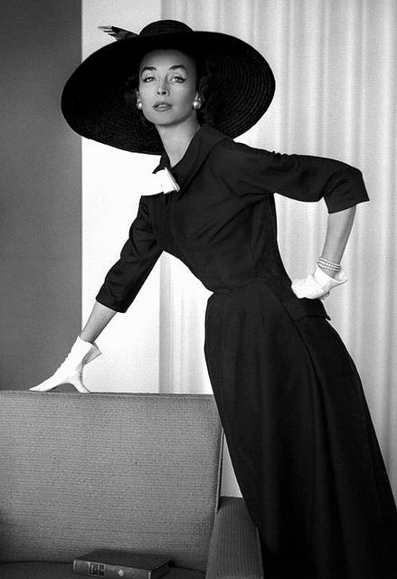 A understatedly beautiful daywear look from Jacques Fath, March 1954. #vintage #fashion #dress #1950s #hat
