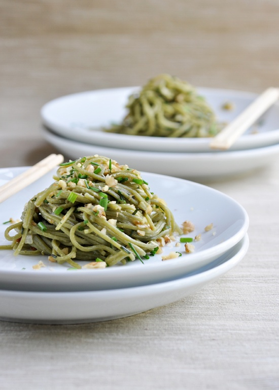 Soba noodles with chives and walnuts