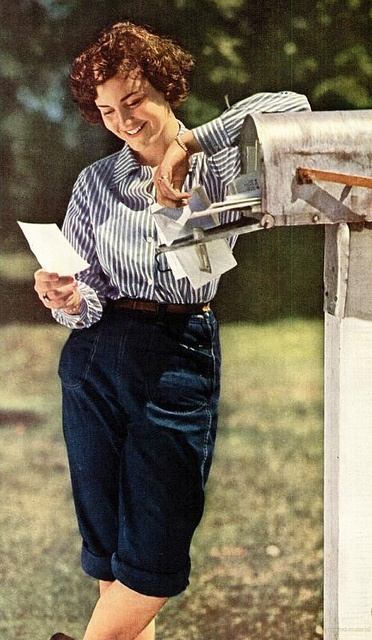 A terrific casual, subtly farm girl inspired warm weather look from 1946. #vintage #jeans #1940s #fashion #hair #summer