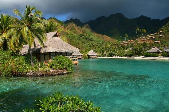 Lagoonside bungalows, Intercontinental Moorea Beachcomber, Tahiti