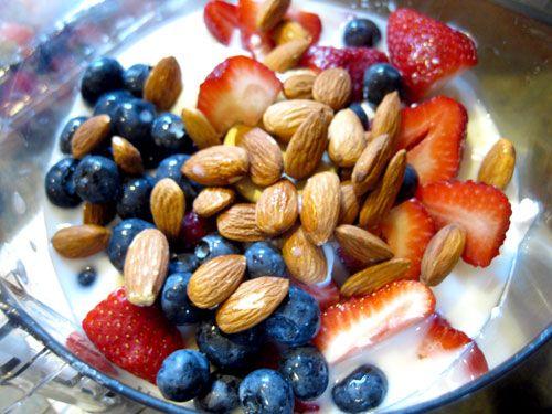 Almond Strawberry Banana Yogurt Smoothie