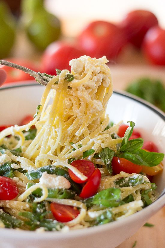 Linguine with ricotta and tomatoes