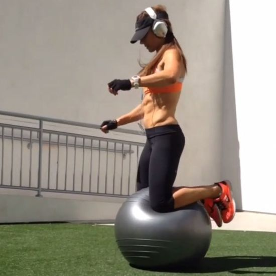 Control of the stability ball..  #StabilityBall #Motivation #FitnessChallenge #FitnessGoal #NatalieJillVideos #FitnessVideos #FitMom #Abs #FunctionalTraining  #fitness #workout #exercise #fatloss #weightloss #core #abs #sweat #strong #fit #onlinecoach #onlinetrainer