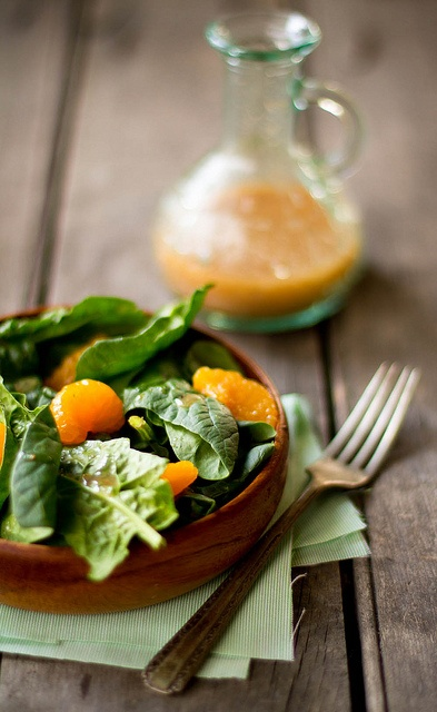 Loaded with cheerful hues and oodles of vitamins alike: Spinach and Mandarin Orange Salad. #vegetables #salad #spinach #oranges #vegetarian #food #lunch