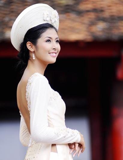 Ao Dai Vietnam honors women beauty - PHOTO NICE
