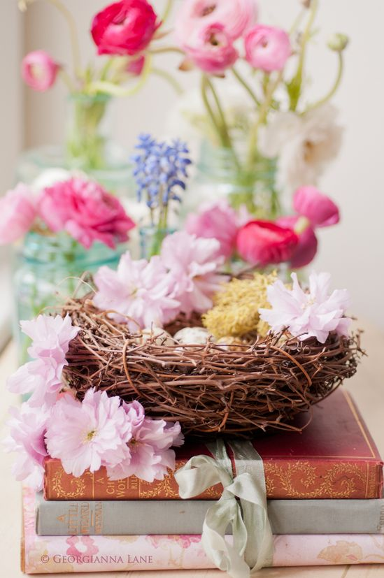A wonderful seasonal decor idea all spring long: nests filled with flowers. #flowers #Easter #nest #spring #decorations #decor