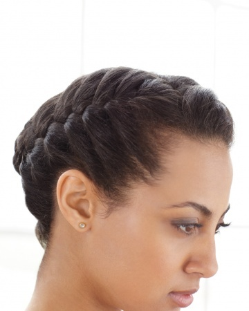 Hair-Braiding How-To: The French Braid