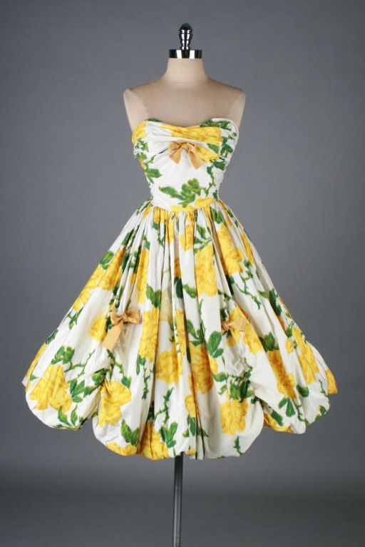 Vintage 1950s Yellow Roses Party Dress #fashion #floral #dress #1950s #partydress #vintage #frock #retro #sundress #floralprint #petticoat #romantic #feminine