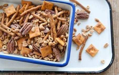 Great for an afternoon snack! // BAKED SNACK MIX #backtoschool
