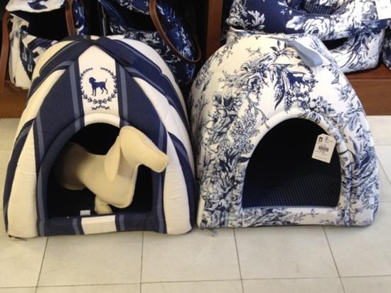 casinha de cachorro azul marinho estampada toile de jouy e listras para decoracao de casa