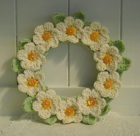 Pretty Crochet Daisy Wreath by